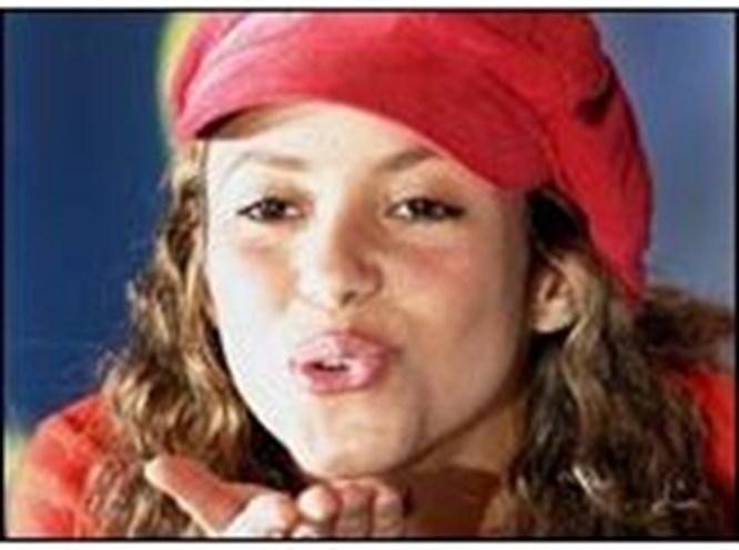 Shakira'dan Latinlere armağan